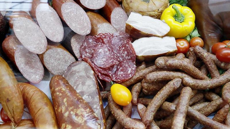 Минсельхоз отказал бизнесу в повышении цен на колбасу